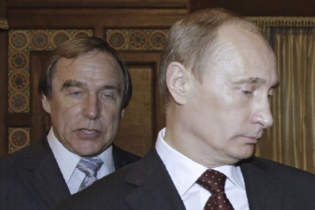 Vladimir Putin et un de ses «frères», Sergei... (Agence France-Presse, Dmitry Astakhov)