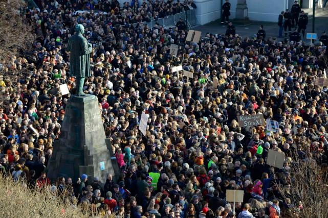 La place devant le Parlement islandais était juste... (PHOTO REUTERS)