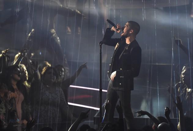Zayn sur scène, aux iHeartRadio Music Awards dimanche,... (AP, Chris Pizzellol)
