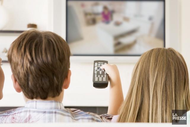 Selon une étude Eurodata, les jeunes écoutent 10... (123rf/Cathy Yeulet)