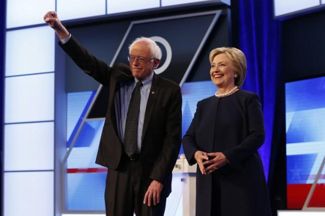 Bernie Sanders et Hillary Clintonlors d'un débat à... (PHOTO AP)