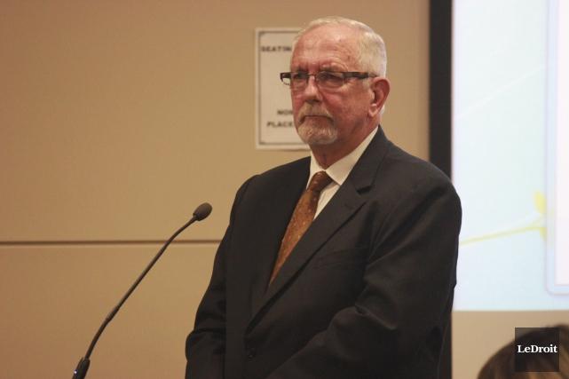 Daniel Lafleur s'oppose à tout amendement au règlement... (Martin Brunette, LeDroit)