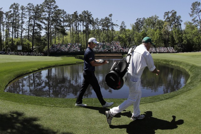 Adam Scott et son cadet, Steve Williams, ont... (AP, Chris Carlson)