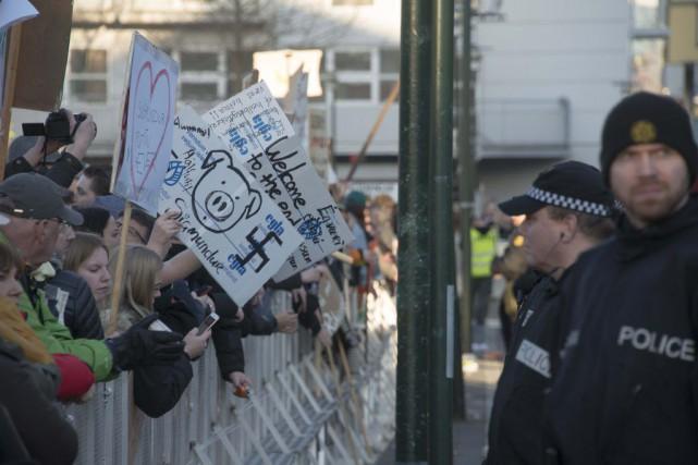 La manifestation à Reykjavik a rassemblé plusieurs milliers... (Halldor Kolbeins, AFP)