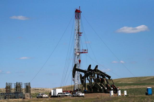 L'industrie canadienne du pétrole et du gaz naturel devrait terminer l'année... (PHOTO ARCHIVES AP)