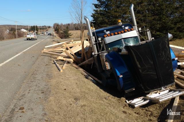 La collision entre la voiture et le camion... (Spectre Média, René Marquis)