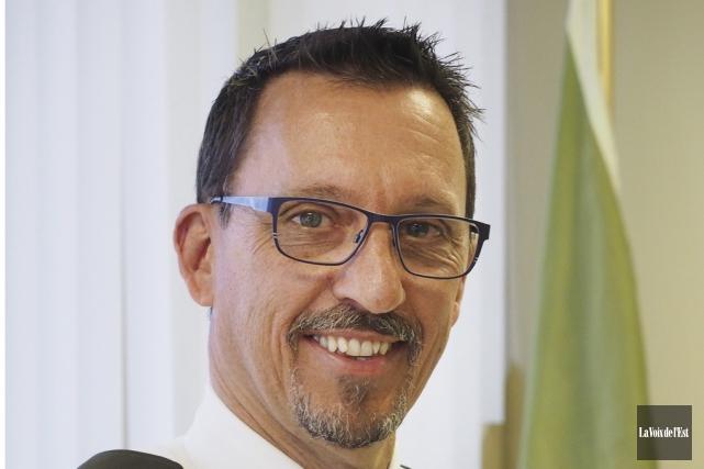 Le nouveau directeur du poste de la Sûreté... (Alain Dion, La Voix de l'Est)