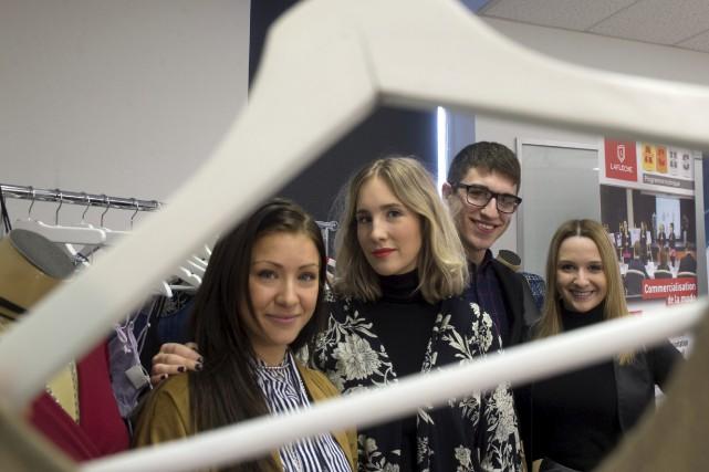 La styliste Joelle Désaulniers, à gauche, est la... (Stéphane Lessard)