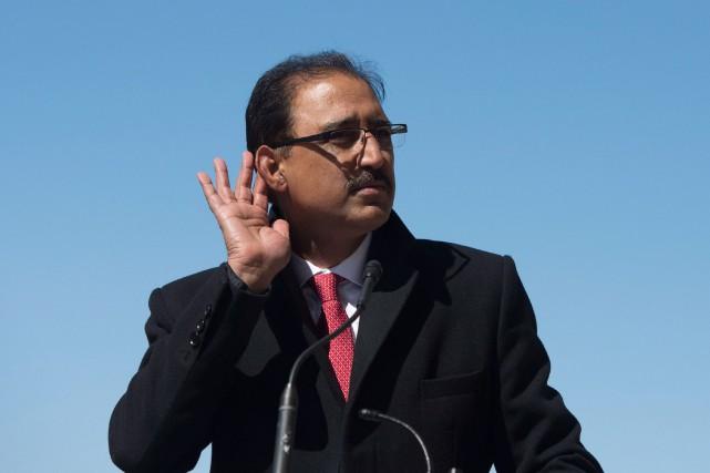 Le ministrede l'Infrastructure et des Collectivités Amarjeet Sohine... (PhotoAdrian Wyld, La Presse Canadienne)