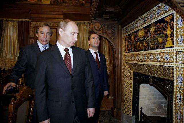 Le président russeVladimir Poutine et son meilleur ami,... (PhotoDmitry Astakhov, Archives Reuters)