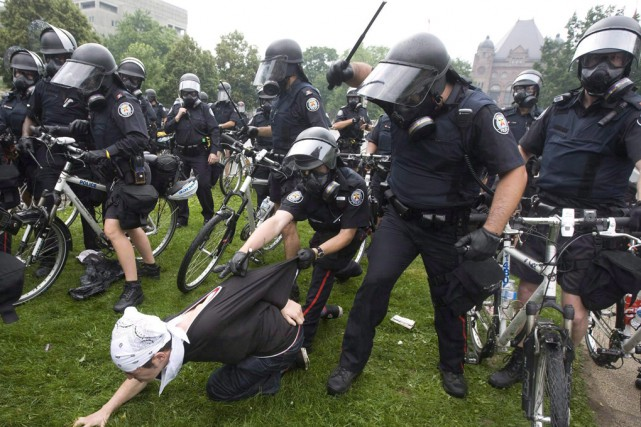 Plus de 1000personnes avaient été interpellées ou détenues... (Archives La Presse Canadienne)