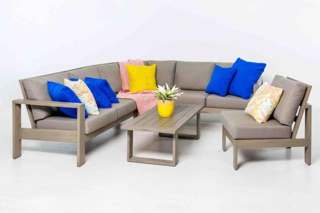 Canapé modulaire et fauteuil conçus par Lounge Factory... (Fournie par Patiorama)