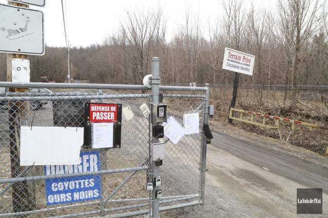 Une barrière bloque actuellement l'accès au chemin Jodoin... (Janick Marois, La Voix de l'Est)