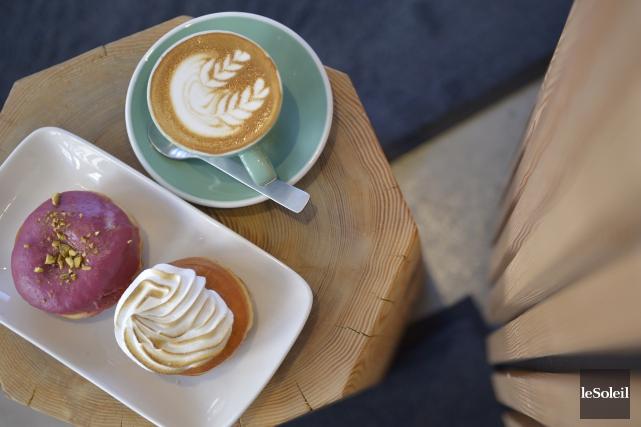 Le beigne fourré pistache-framboise-chocolat blanc et celui à... (Le Soleil, Yan Doublet)