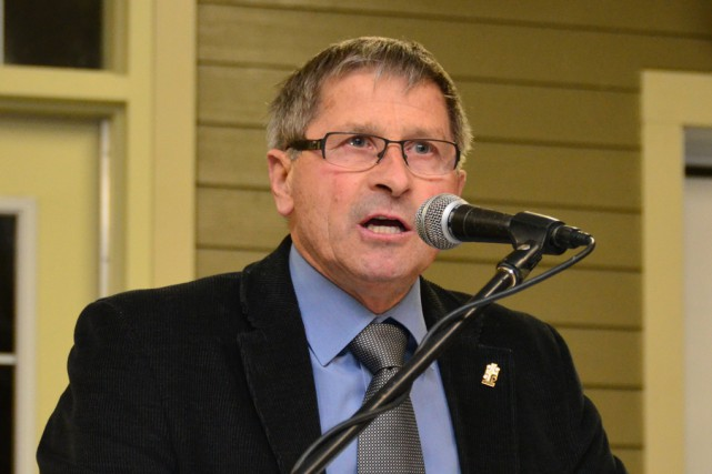 Le maire de Farnham, Josef Hüsler...