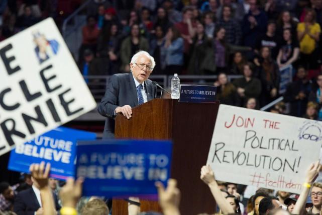 Bernie Sanders s'adresse à ses partisans lors d'un... (PHOTO DOMINICK REUTER, AFP)