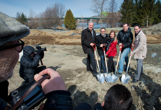 Bernard Sévigny, maire de Sherbrooke, Serge Beauchemin partenaire... (Spectre Média, Jessica Garneau)