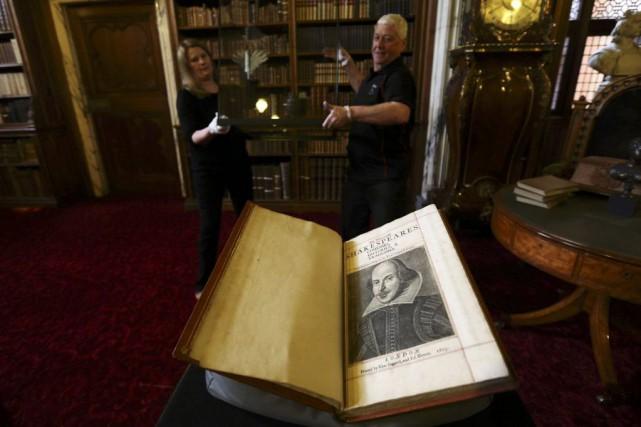 Un nouvel exemplaire du Premier Folio, première compilation des... (PHOTO REUTERS)