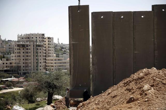 La construction du mur a rencontré une résistance... (AFP, Thomas Coex)