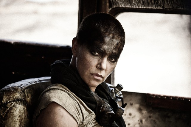 Charlize Theron dans le rôle de Furiosa, dans... (PHOTO JASIN BOLAND, WARNER BROS. PICTURES, VIA ASSOCIATED PRESS)