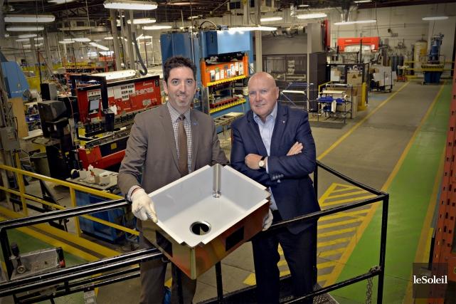 Carl-David Belley, vice-président directeur, et le pdg Gilles... (Le Soleil, Pascal Ratthé)