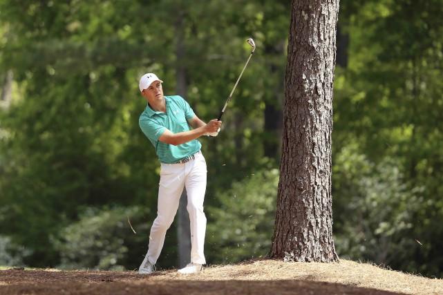 Installé au milieu des pins, Jordan Spieth a... (AFP, Andrew Redington)