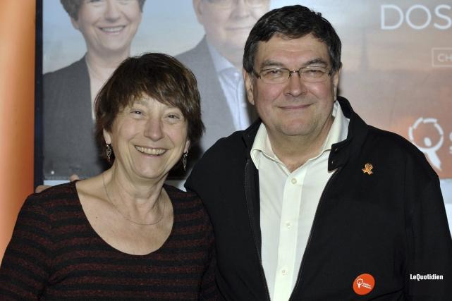 Francoise David et le candidat de Québec solidaire,... (Photo Le Quotidien, Rocket Lavoie)