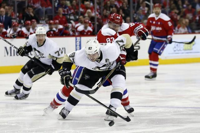 Sidney Crosby et Jay Beagle, jeudi... (Alex Brandon)