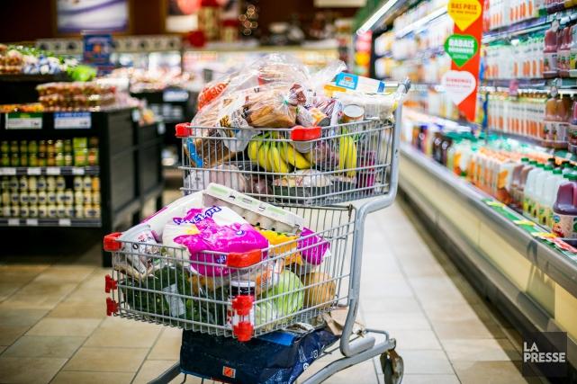 Certains supermarchés exigent désormais un dépôt d'un dollar... (Martin Tremblay, La Presse)
