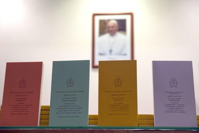 Le pape valorise dans Amoris Laetitia les mariages... (PHOTO ANDREW MEDICHINI, AP)