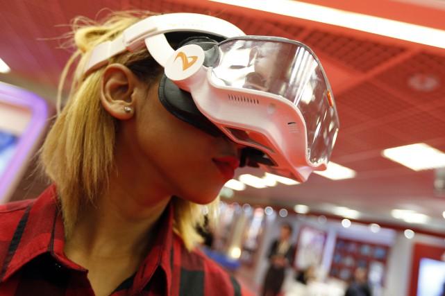 La réalité virtuelle était en vedette au marché... (Archives AFP)