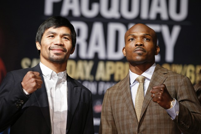 Manny Pacquiao (à gauche), qui brigue un fauteuil... (PHOTO JOHN LOCHER, AP)