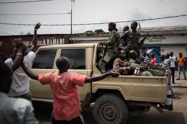 Une camionnette transportant des miliciens du pasteur Frédéric... (PHOTO MARCO LONGARI, AFP)