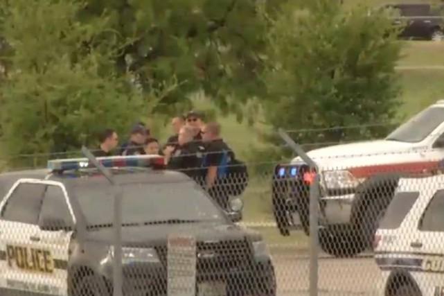 Les policiers ont répondu à un appel concernant... (PHOTO MEDIAITE/TWITTER)