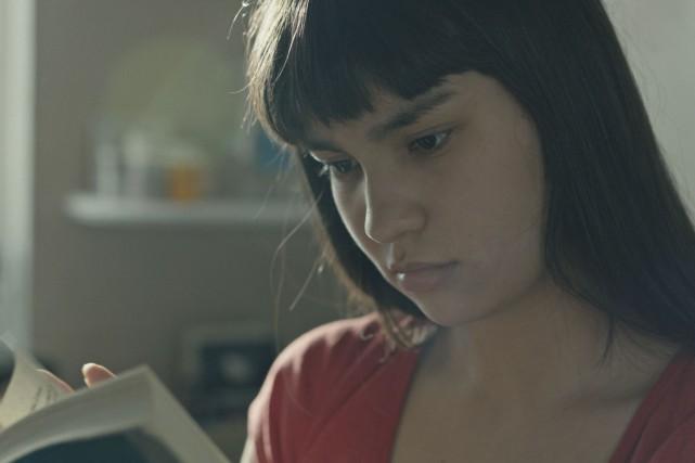 En faisant le ménage, Fern (Imajyn Cardinal) trouve... (Fournie par EyeSteelFilm)