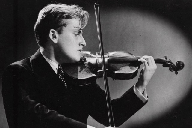 Yehudi Menuhin en spectacle en septembre 1944.... (PHOTO ARCHIVES AP)