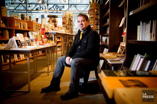 Poète de la cité, Bertrand Laverdure publie le... (PHOTO ALAIN ROBERGE, LA PRESSE)