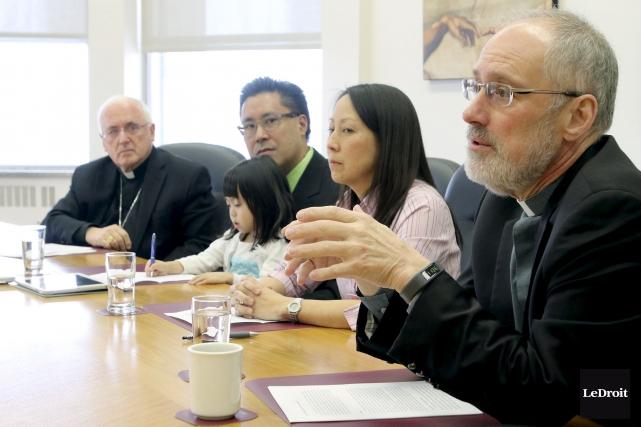 Les archevêques d'Ottawa et de Gatineau, Mgr Terrence... (Patrick Woodbury, LeDroit)