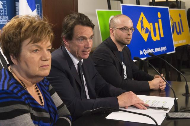 Claudette Carbonneau aux côtés du chef du PQ,... (Archives La Presse Canadienne)