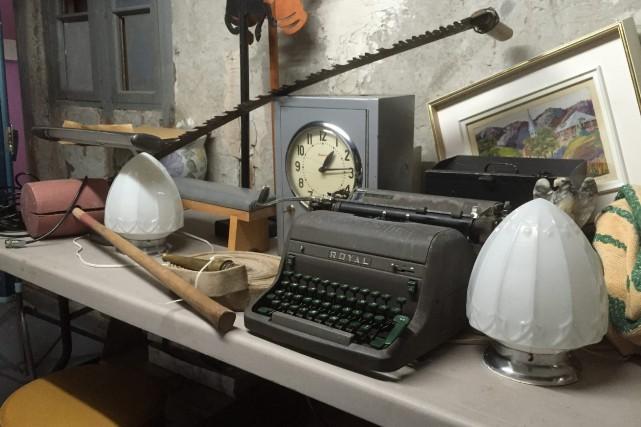 Plusieurs objets disparates seront offerts lors de la... (Photo Le Progrès-Dimanche, Laure Gagnon-Tremblay)