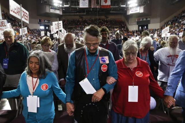 Les prières des partisans de Ted Cruz à... (AP, Brennan Linsley)