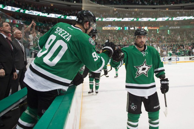 Jason Spezza a réussi un tour du chapeau, inscrivant le but de la victoire avec... (Photo USA Today Sports)