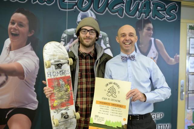 Simon Gagnon, entraîneur de l'École de snowboard/skate Saguenay,... (Photo Le Progrès-Dimanche, Jeannot Lévesque)