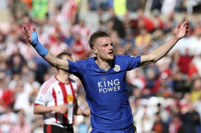 Jamie Vardy a inscrit un doublé pour Leicester.... (PHOTO SCOTT HEPPELL, AP)