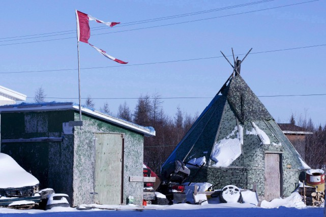 Le village d'Attawapiskat, qui borde la baie James,... (La Presse Canadienne, Adrian Wyld)