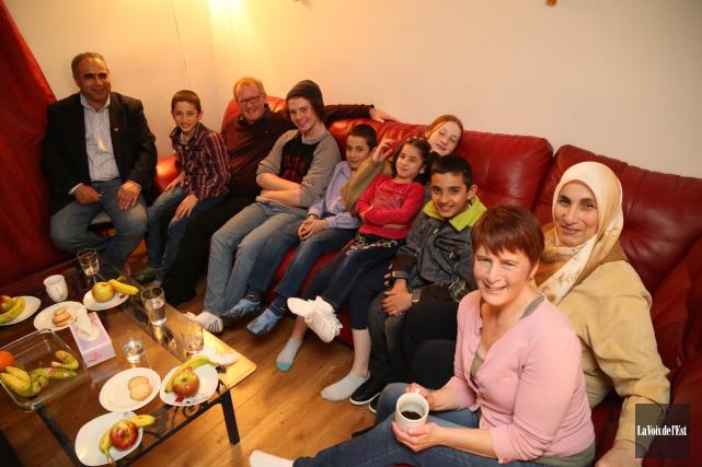 Les familles d'Isa Ibrahim et Yussra Ballan et... (Janick Marois, La Voix de l'Est)