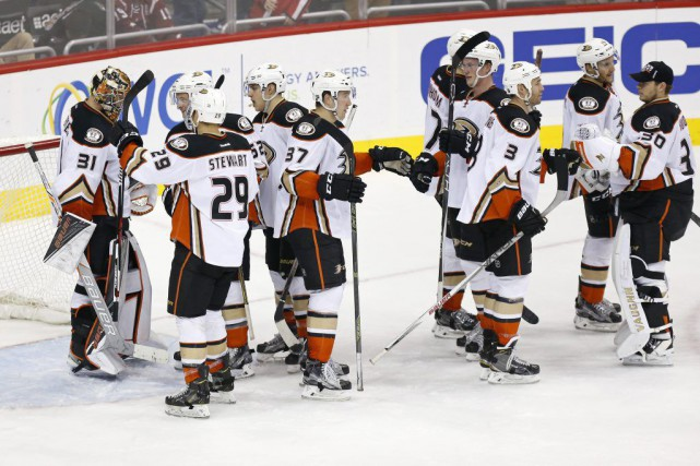 Corey Perry et Nick Ritchie ont trouvé le fond du filet, Frederik Andersen a... (Photo USA Today Sports)