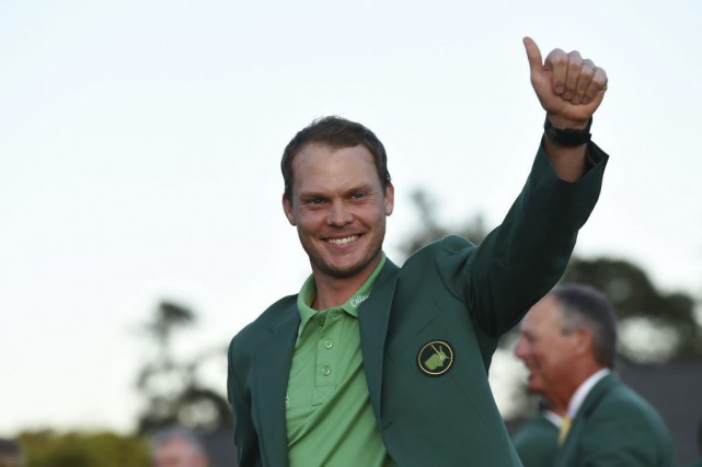 Danny Willett a enfilé le fameux veston vert... (PHOTO DON EMMERT, AFP)