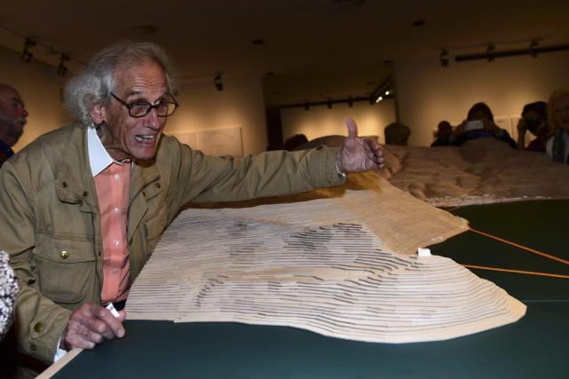 Christo photographié à l'exposition Christo et Jeanne-Claude,Water Projects... (PHOTO AFP)