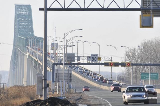 Québec prévoit remplacer la dalle du pont Laviolette... (Archives, Le Nouvelliste)